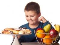 Entre los niños, ¿cuántas calorías adicionales se convierten en obesidad?